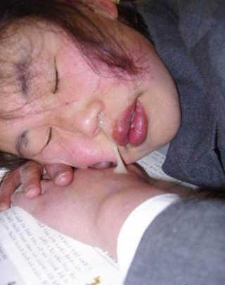 18岁美女流出乳白色的黏稠液体