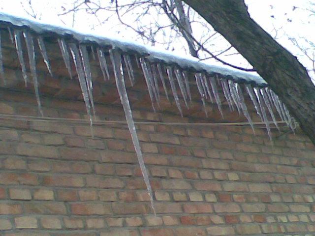 咱丰县的天气有多冷?看屋檐下的溜溜有多长就知道了!图片