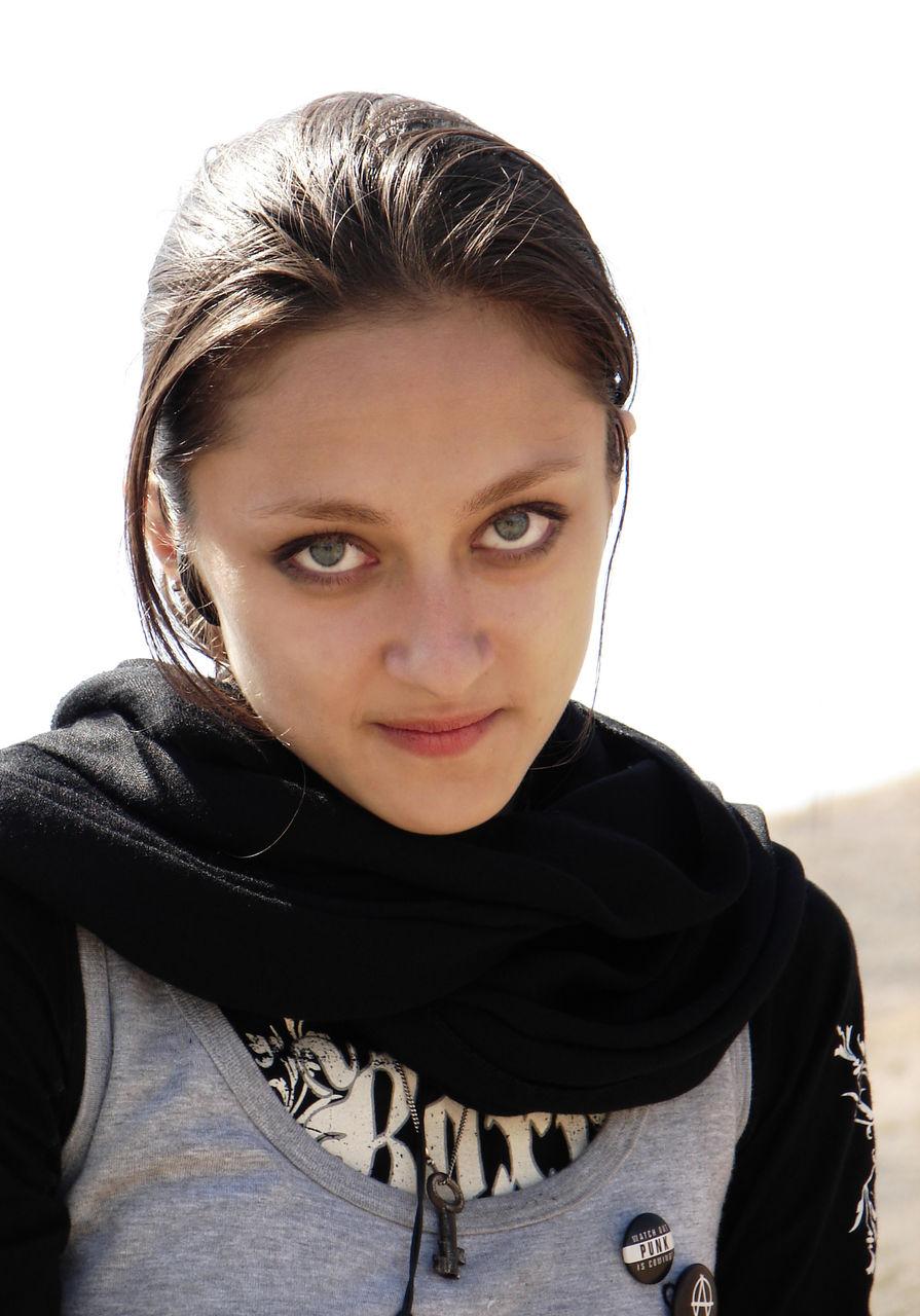 绿眼睛的伊朗农村女孩 竖