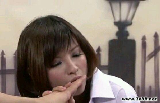 刚看了香港美女主播给3d肉浦团配音的视频