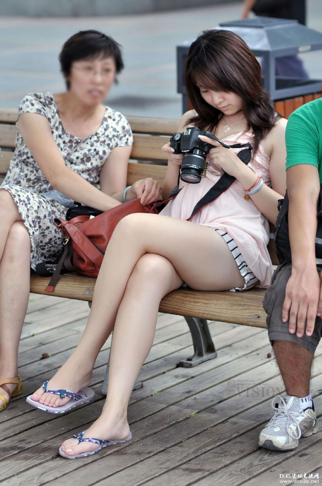 大家对于穿超短裤的女孩什么看法?