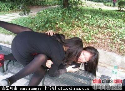 看到路边这两个女人 终于知道为什么光棍越来越多了