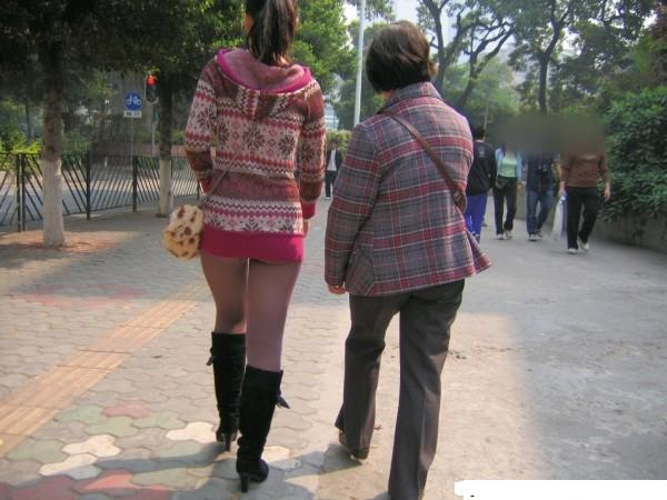没穿内裤丝袜臀部漏内裤美女美女丝袜漏内裤