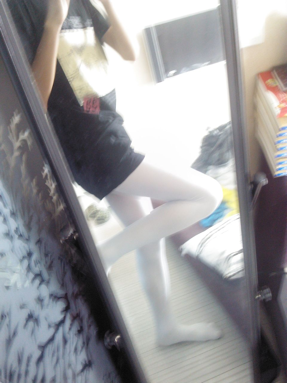 ... 白丝连裤袜,连裤袜女生憋尿失败,白丝连裤袜美女被