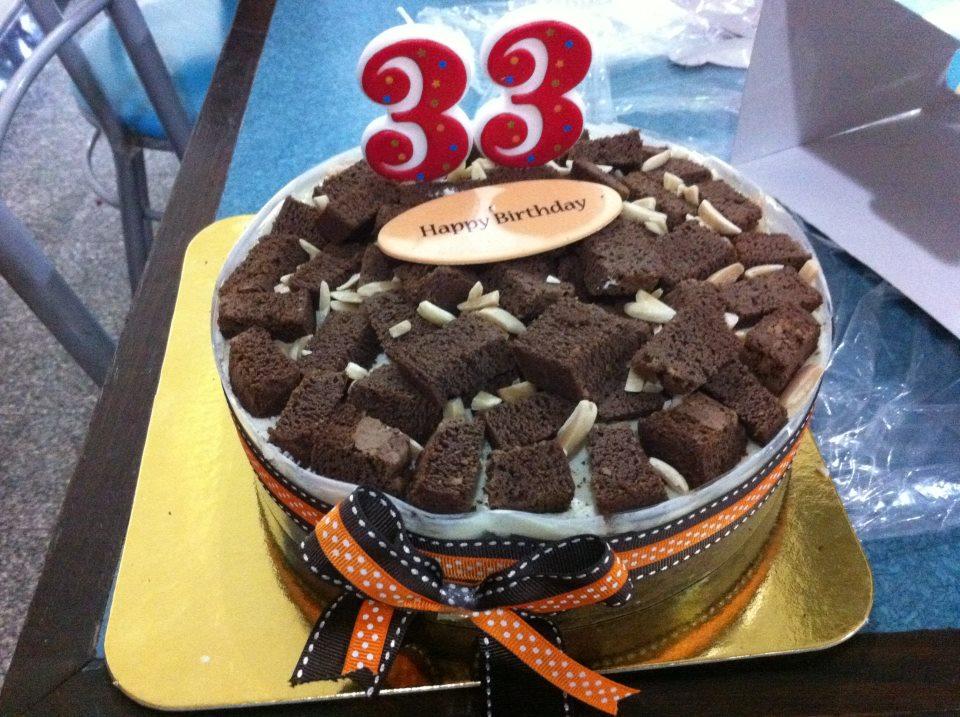 33岁了,没人送蛋糕