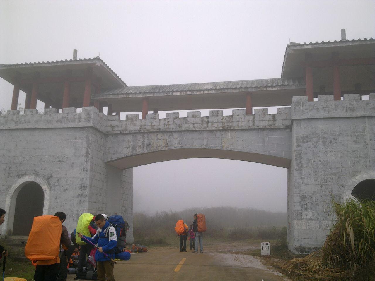 韶关市区50公里,而风景区南缘距韶关则不足15公里.中国红石高清图片