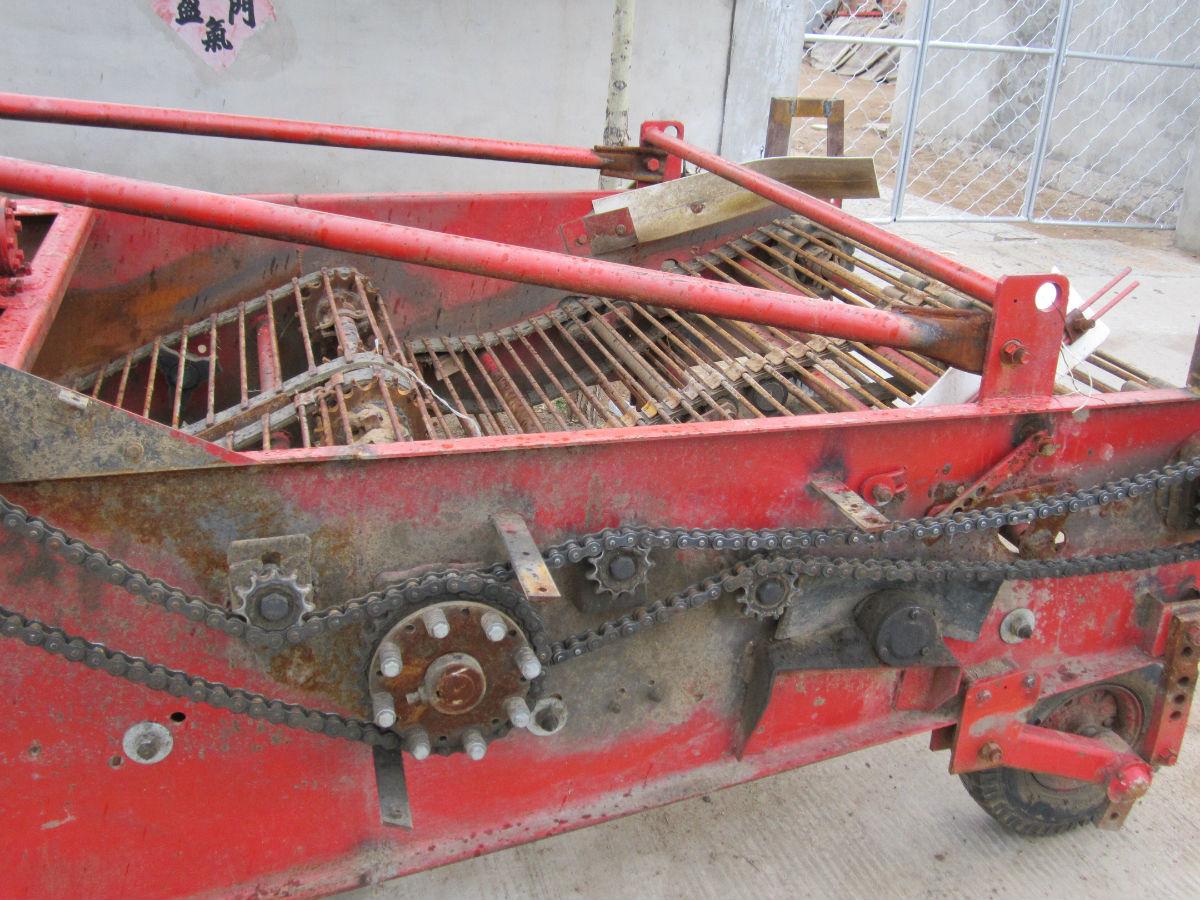 转让2011年5月份的约翰迪尔1204拖拉机 高清图片