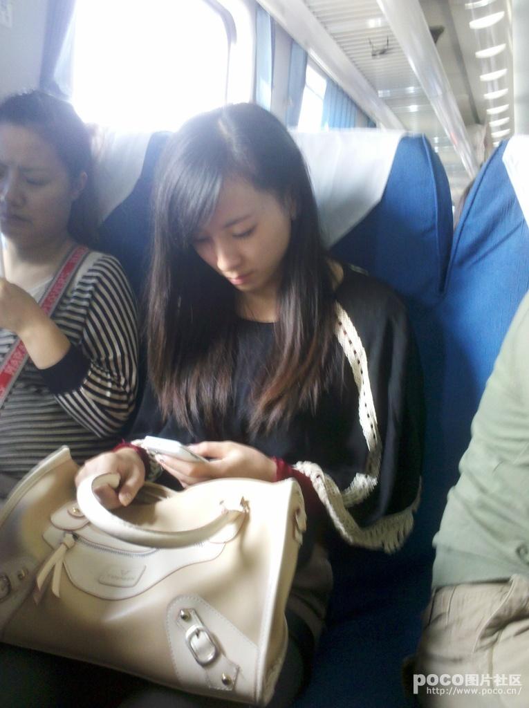 火车上拍到的的美女 李毅吧