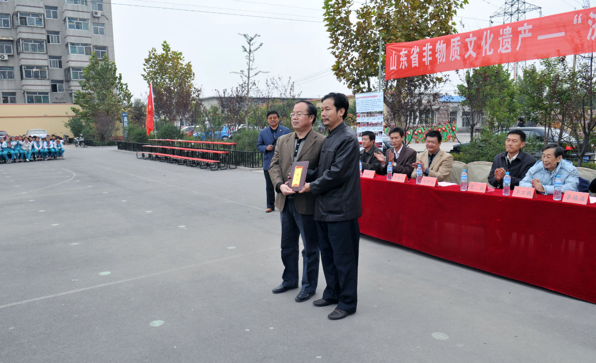 教育局领导马英语向杨遵利长发教材聘书名誉.校长初中珍林沈阳图片