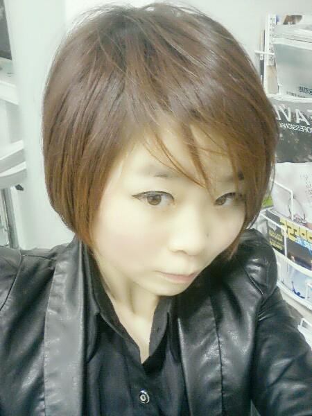 女生咖啡色头发图片 女生染巧克图片