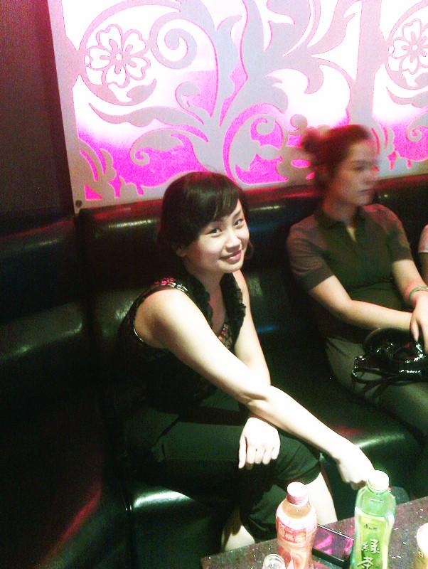昨晚ktv几个美女 有没有要想认识的