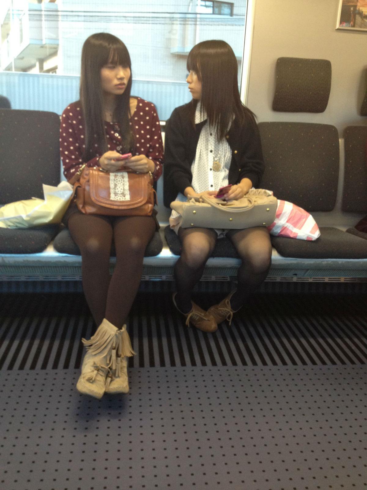 【小哀】电车上的腿美人更美