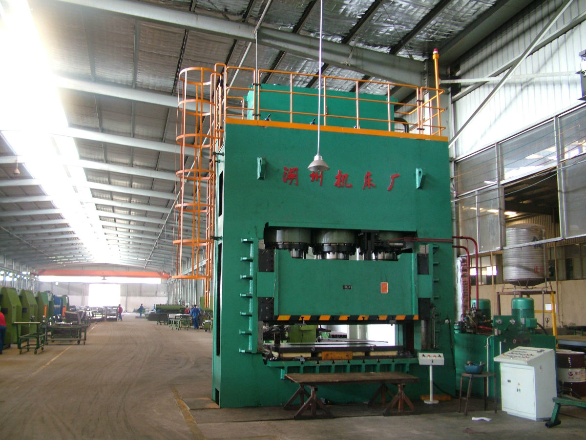 波纹管专用液压机等大型机器的大型企业图片