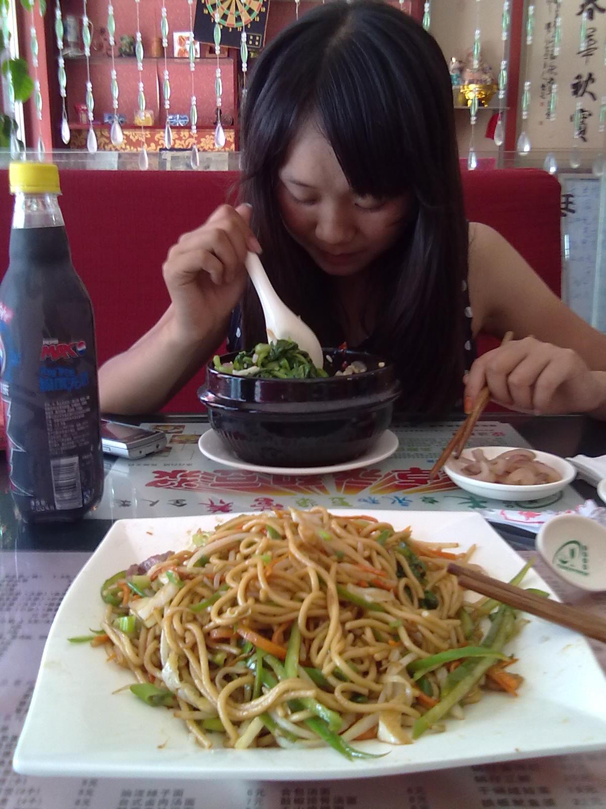 我跟一位美女吧友在吃饭