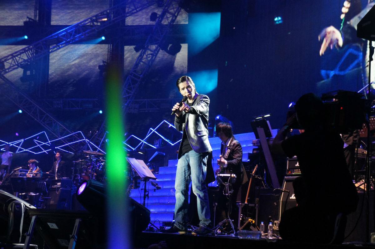 rock【120317晒图】广州演唱会舞台右侧视角全景图图片