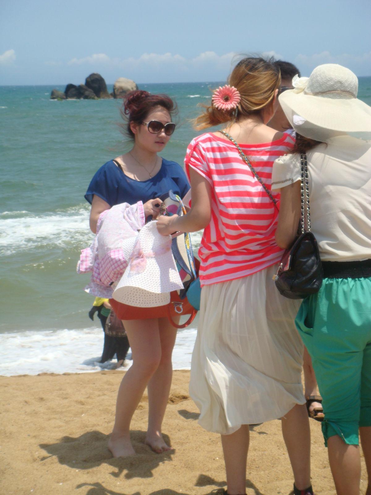 海南旅游美女多图 美女腿中间开大门图片