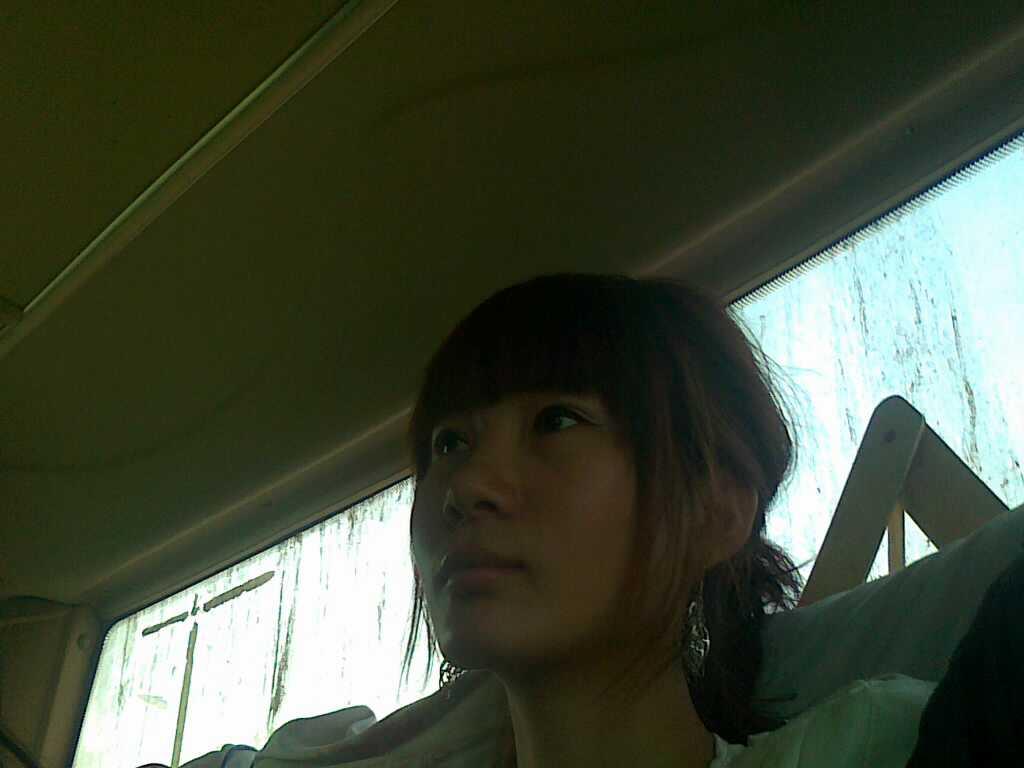 在车上我旁边坐个美女让我情何以堪