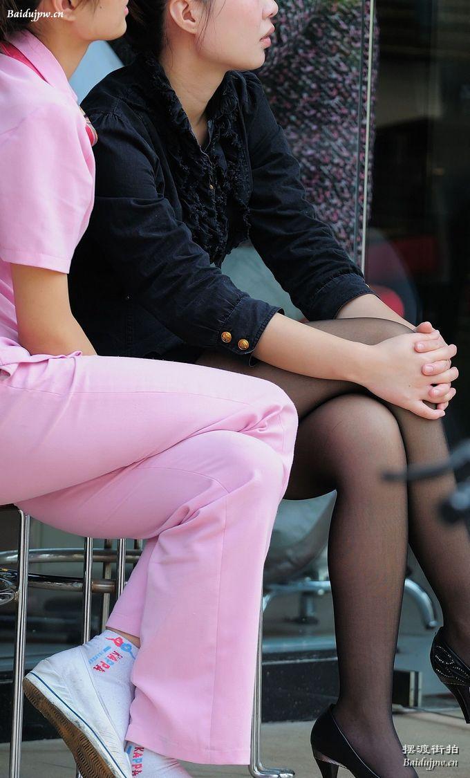 有女生这样跷二郎腿的图片吗? 竖