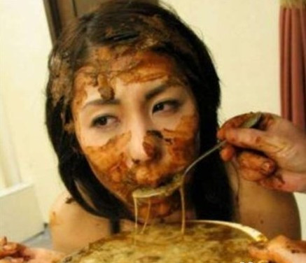 美女吃屎吃屎美女吃大便吃屎图片
