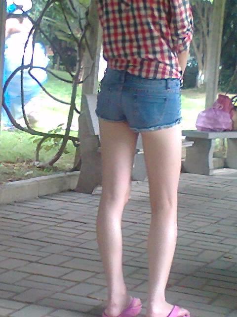小女孩脱裙子包括短裤打屁屁视频