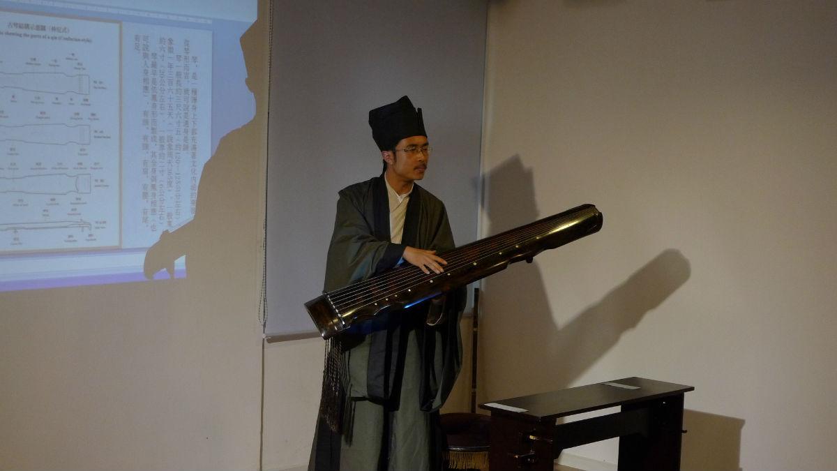 【汉服古琴沙龙】上次在老师的音乐教室的汉服古琴的图片