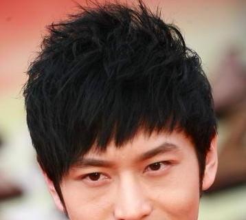 夏季最流行的男生短发烫发发型图片