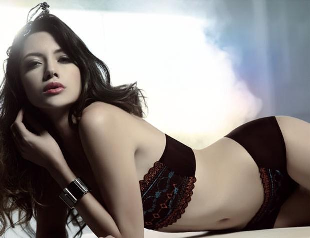 她喜爱内衣性感美丽女人的秘密武器