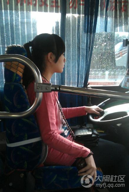 130路清新公交美眉司机