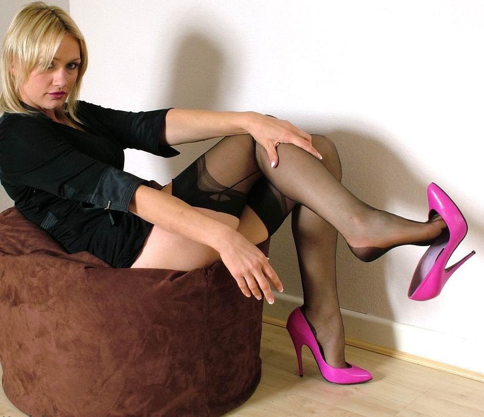 喜欢穿高跟鞋的美女进来