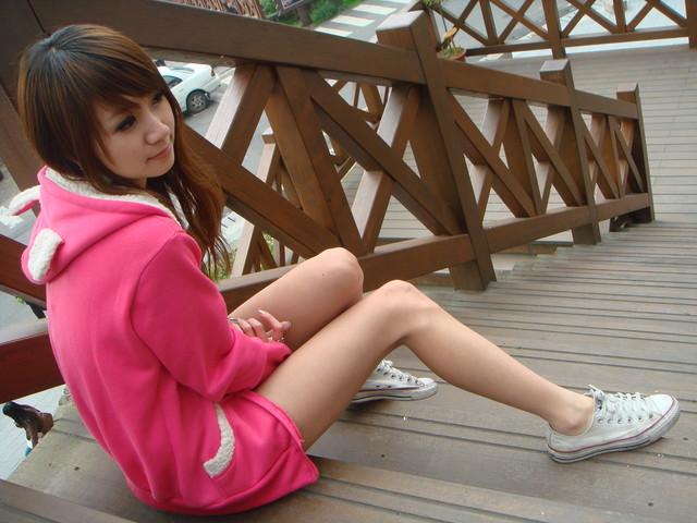 有谁看过这个美女的黑丝帆布鞋照?
