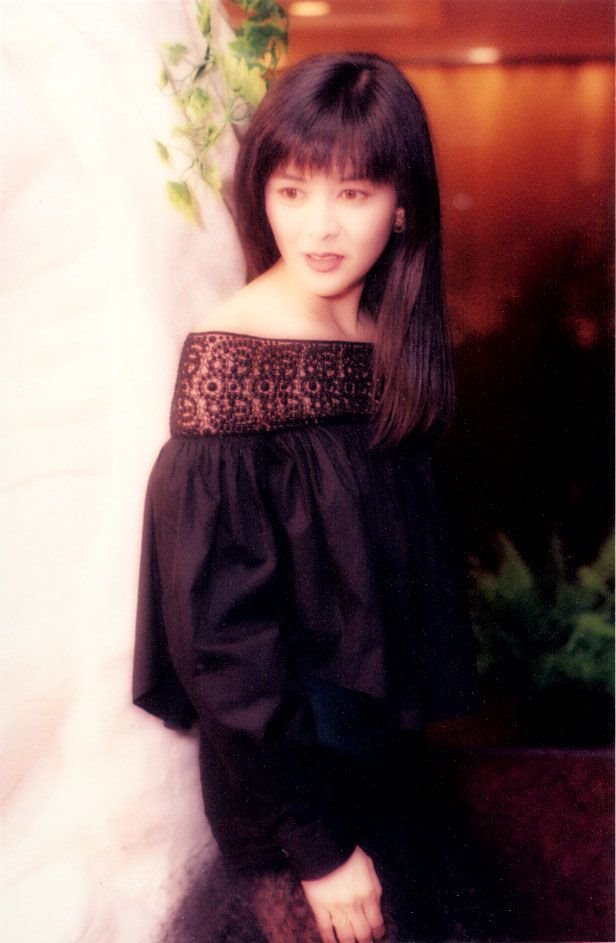 陆翊和香港四大美女之一的关之琳谁漂亮?