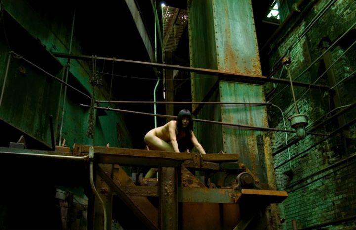 不穿衣服的艺术 美女摄影师的震撼自拍组图