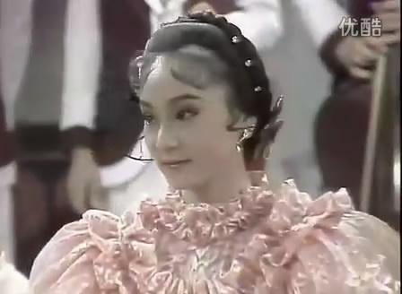 这让我想起了在少女慈禧中跟李公子跳舞