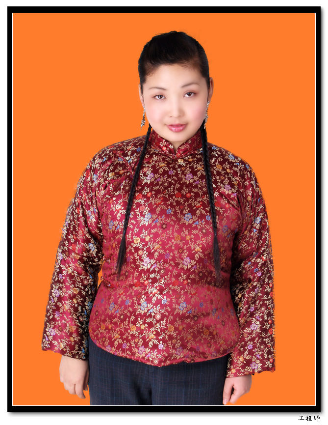 穿花棉袄的女人图片_棉衣外套拗出时尚造型图片