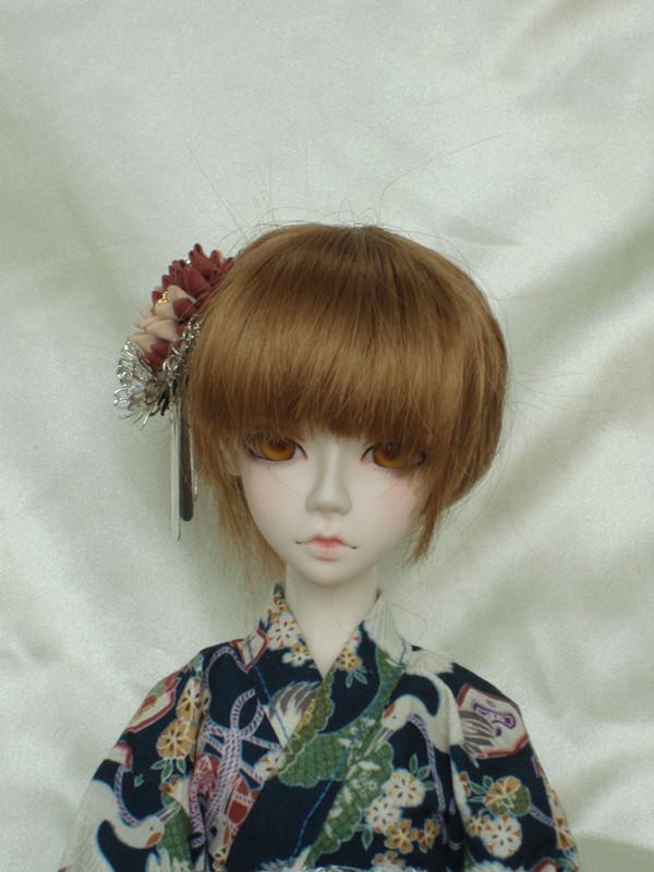 发型设计 古典簪子盘发教程 > 甜美齐刘海发型盘发教程  流行美盘发图片
