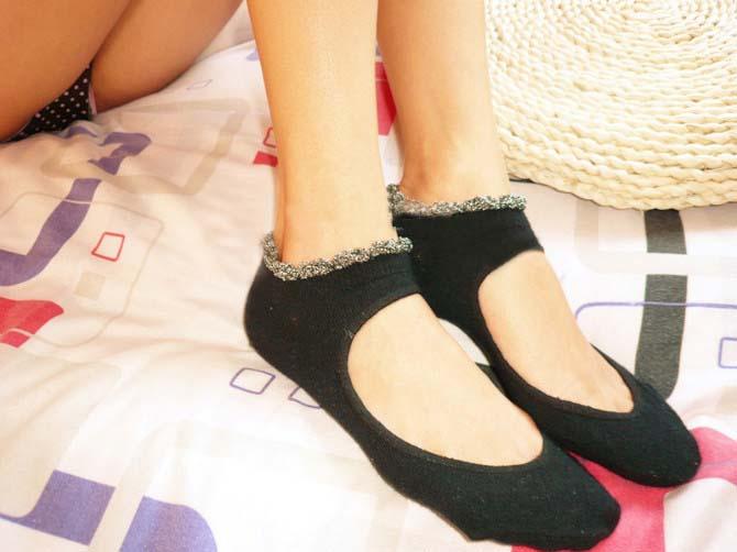 女生蕾丝船袜脚:女生原味船袜:女生黑色蕾丝船袜