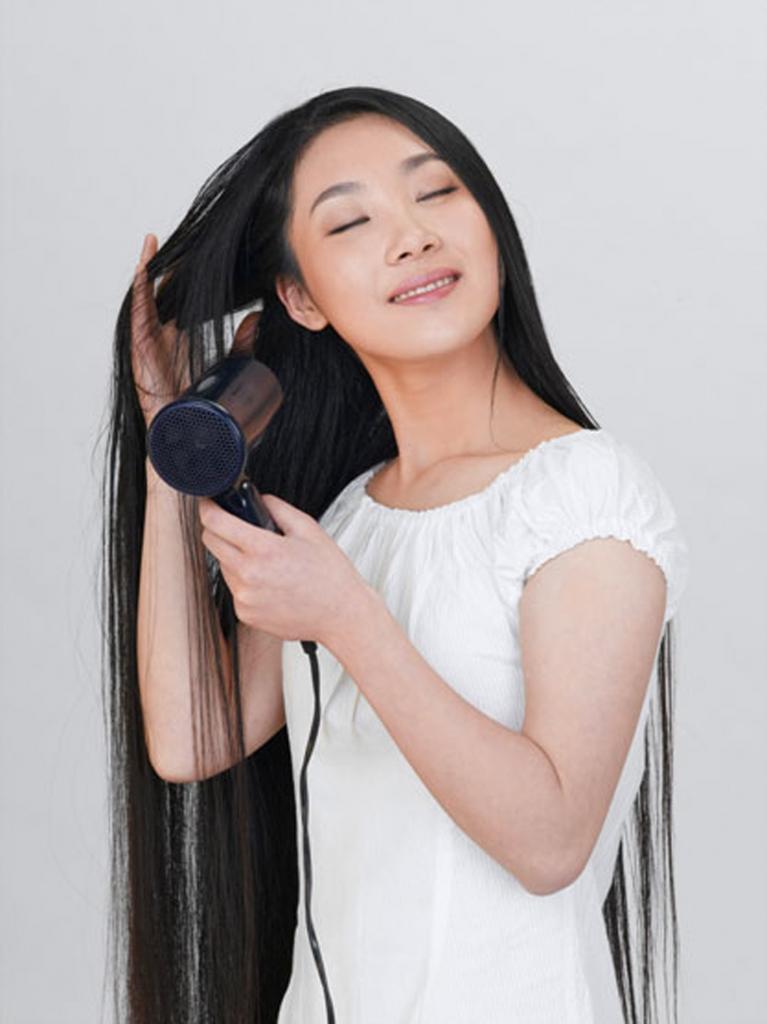 美女剪下两米长发_印度美女大观 时尚女郎 长发飘