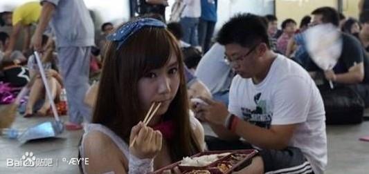 美女挣钱也不容易:中国女模特圈潜规则多!