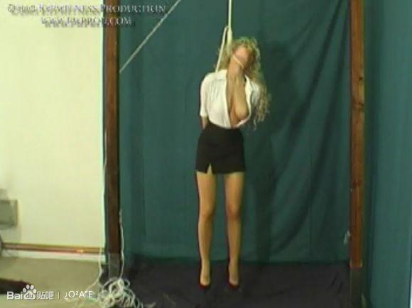 实拍虐待吊死女孩!残忍!