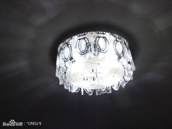 四个25w灯泡与改装18w led灯板后的光源对比高清图片