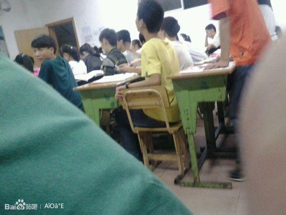 课时对着女同学撸