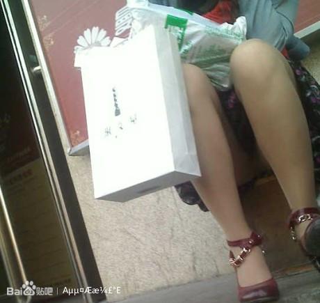 这位美女穿底裤了吗?