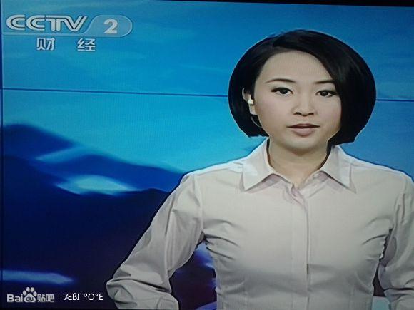 中央二套的女主持人为什么爱穿衬衫?