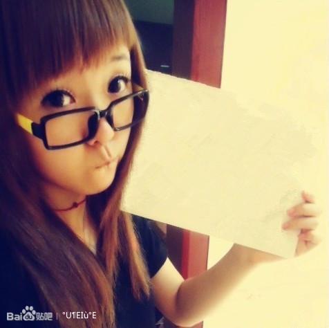 求高手在美女手里拿着的白纸上写上手写体的字