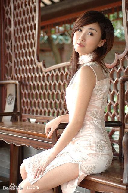 缕空蕾丝旗袍美女