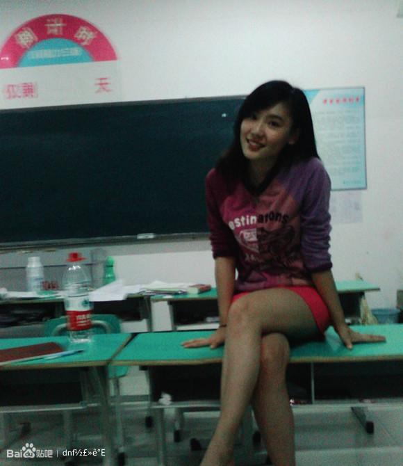 原来补习老师是个美女
