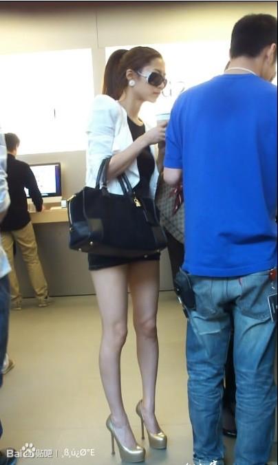 细高跟 短裙美女