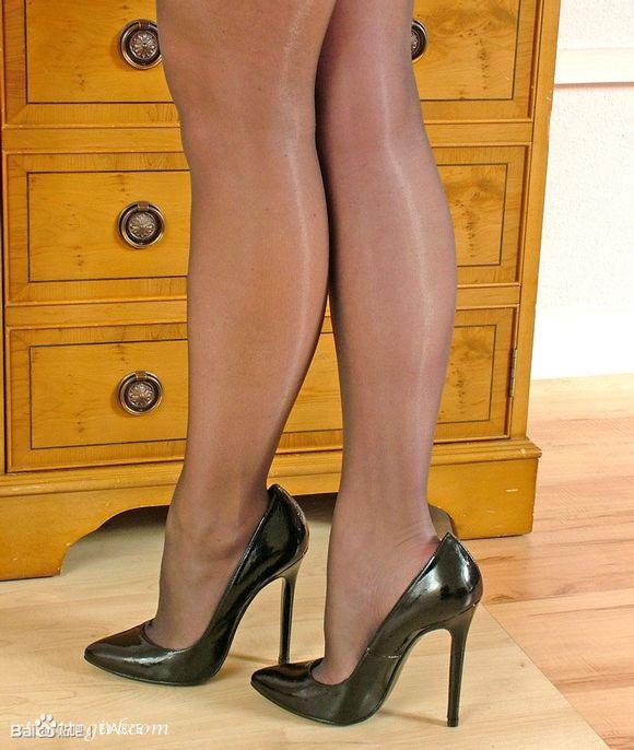 欧美熟女少妇丝袜套图欣赏!