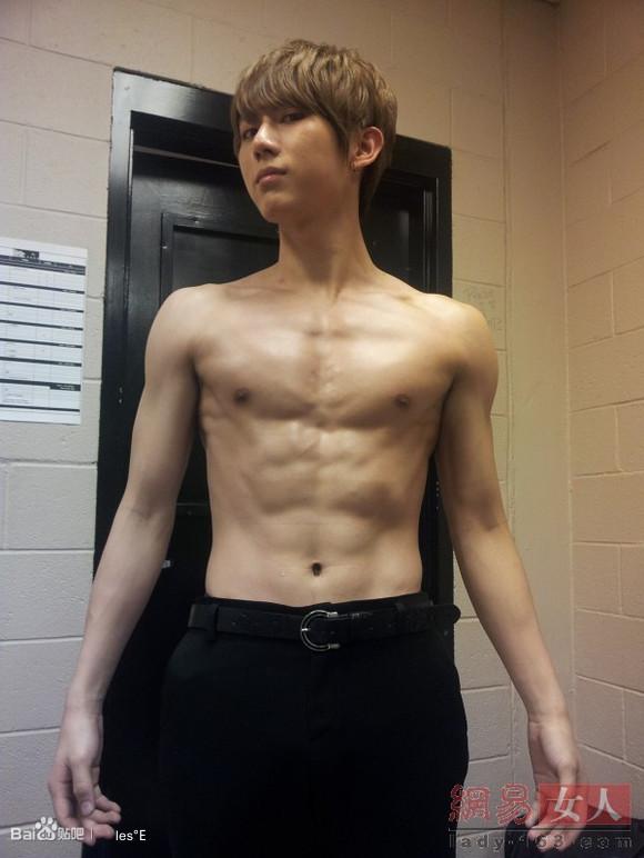 5b2x6KeG6LWE6K6v_腹肌 男 图 片 腹肌 男 浴 照 韩 国 八 块 腹肌 男 3sir