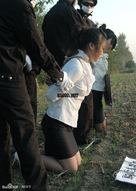 美女犯人押赴刑场 竖